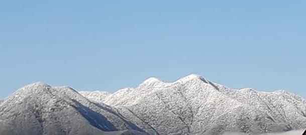 काठमाडौंको चम्पादेवी,चन्द्रगिरीमा हिमपातपछी देखिएको दृश्य