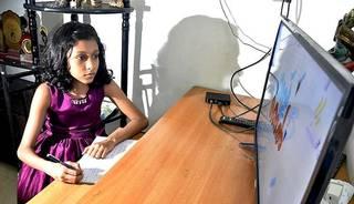 अनलाइन कक्षाः अभिभावक र ससाना बालबालिका दुबैलाई सास्ती